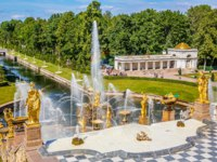 Россия. Санкт-Петербург. Петергоф. Большой каскад. Grand Cascade and sea canal in Peterhof, St Petersburg, Russia. Фото sborisov - Depositphotos