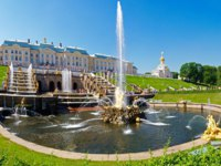 Россия. Санкт-Петербург. Петергоф. Фонтан Самсон. Samson Fountain in Peterhof Palace, Saint Petersburg. Russia. Фото Olga Torpakova - Depositphotos