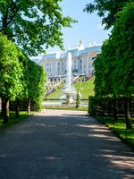 Россия. Санкт-Петербург. Петергоф. Фонтаны Чаши в Нижнем парке. View of the Peterhof Palace and Gardens, Russia. Фото Wildstrawberry - Depositphotos