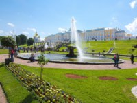 Россия. Санкт-Петербург. Петергоф. Фонтаны Чаши в Нижнем парке. Peterhof Lower park and fountains, Saint Petersburg, Russia. Фото mistervlad - Depositphotos