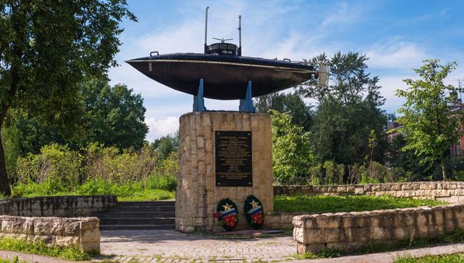 Monument of the first Russian submarine. Submarine was built in 1879 and tested in 1881 at Silver Lake in front of the Gatchina. Фото Oktober64 - Depositphotos