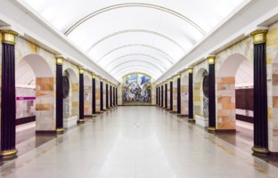 Петербургский метрополитен. Станция Адмиралтейская. Fragment of the interior of the Admiralteiskaya metro station. Фото Sergieiev - Depositphotos