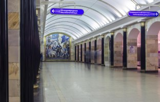 Петербургский метрополитен. Станция Адмиралтейская. Fragment of the interior of the Admiralteiskaya metro station. Фото MAKEEVVLADIMIR - Depositphotos