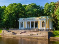 Санкт-Петербург. Павильон Росси в Михайловском саду. Granite pier and pavilion Rossi on the bank of the Moika River in the Mikhailovsky Garden. St.Petersburg