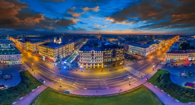 Россия. Санкт-Петербург. Панорама Невского проспекта. Panorama Nevsky Prospekt Summer Evening Clouds Petersburg. Russia. Фото GrinPhoto-Depositphotos