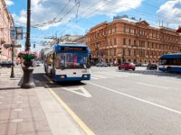 Клуб Павла Аксенова. Россия. Санкт-Петербург. Невский проспект. Passenger bus run on dedicated bus lanes on the Nevsky Prospect. Фото blinow61-Deposit