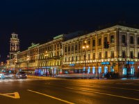 Клуб Павла Аксенова. Россия. Санкт-Петербург. Невский проспект. Nevsky Prospect and St Petersburg Duma at night illumin. Фото paanna-Depositphotos
