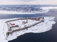 Крепость Орешек (Шлиссельбург). Aerial view on fortress Oreshek on island in Neva river near Shlisselburg town. Фото druii - Depositphotos