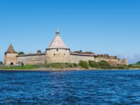 Крепость Орешек. Oreshek fortress is situated on the small Orekhovy Island in the River Neva_s outflow from Lake Ladoga, Leningrad region, Russia. Фото gumbao - Depositphotos