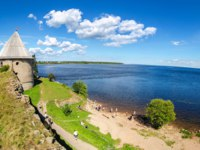 Крепость Орешек (Шлиссельбург). View of the Royal tower and Ladoga lake. Shlisselburg Fortress near the St. Petersburg, Russia. Фото blinow61 - Depositphotos