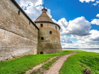 Крепость Орешек (Шлиссельбург). Tower of Oreshek fortress is an ancient Russian fortress. Фото blinow61 - Depositphotos