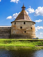 Tower of fortress Oreshek is an ancient Russian fortress. Shlisselburg Fortress near the St. Petersburg, Russia. Фото blinow61 - Depositphotos