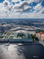 Aerial vertical panorama of Saint Petersburg, Russia, the Hermitage museum, Winter Palace, Palace Square. Фото VladimirDrozdin - Depositphotos