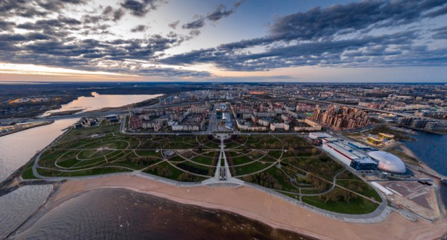 Россия. Санкт-Петербург. Парк 300 летия Санкт-Петербурга. Aerial of Primorskiy district at sunset, Park of 300 anniversaries. Фото VladimirDrozdin - Deposit