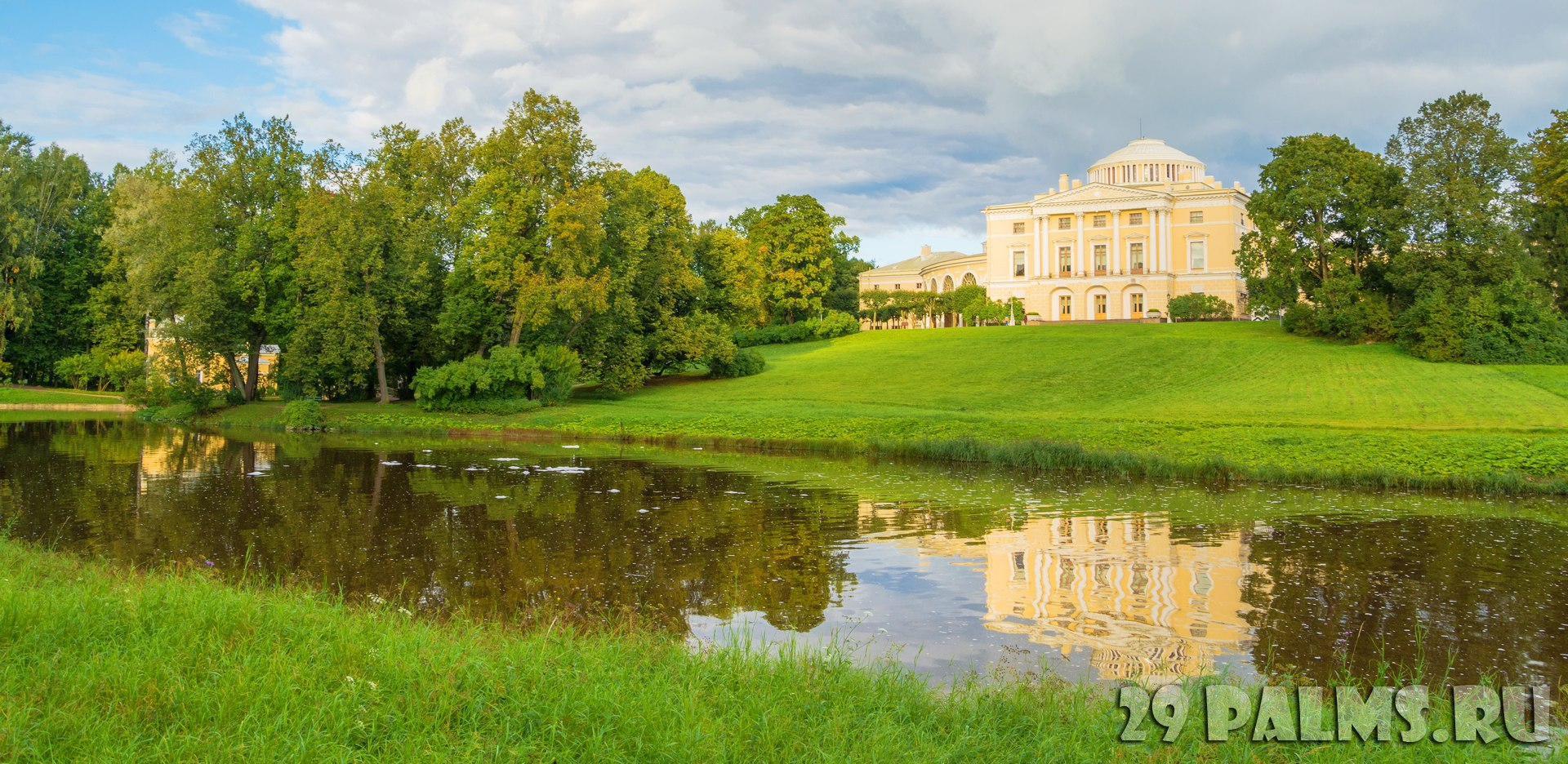 Государственный музей-заповедник Павловск. Pavlovsk Palace on the bank of the river Slavyanka in Pavlovsky Park in the suburbs of St. Petersburg. Фото IrinaDance-Dep