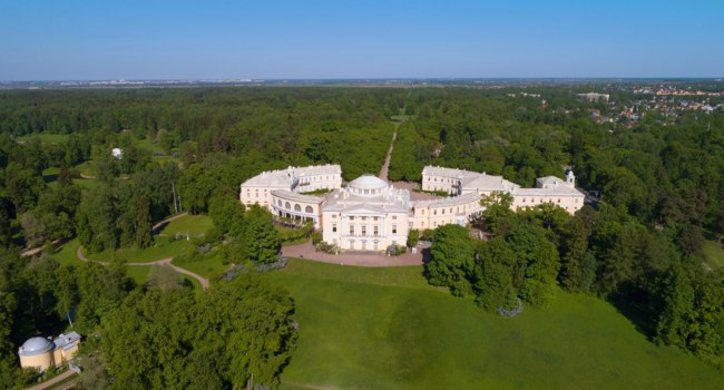 Государственный музей-заповедник Павловск. The Pavlovsk Palace in a summer landscape (aerial photography). Vicinities of St. Petersburg. Фото sikaraha-Deposit