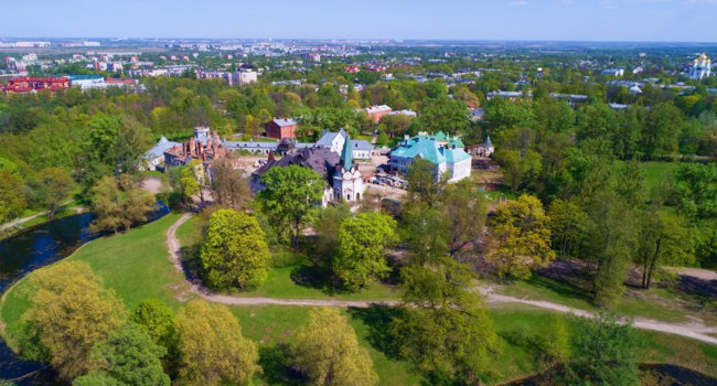 Россия. Пушкин. Феодоровский городок. View of the Fedorovsky town on a sunny May day. Tsarskoye Selo, St. Petersburg. Russia. Фото sikaraha - Depositphotos