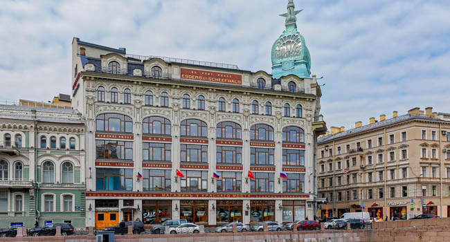Au Pont Rouge store class luxury (in English Near the Red Bridge) one of the most beautiful historical buildings of St Petersburg, built in 1907.Фото Igor-SPb-Deposit