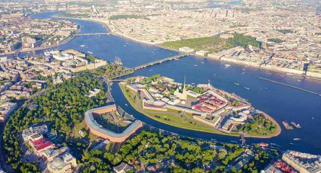Neva River. Panoramic aerial view of Hare Island and Artelery Island. Peter-Pavel s Fortress. Saint-Petersburg, Russia. Фото MaykovNikita - Depositphotos