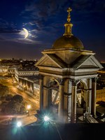 Россия. Санкт-Петербург. Исаакиевский собор. View from the Colonnade of St Isaac's Cathedral in St. Petersburg in moon night, Russia. Фото toshket-Depositphotos