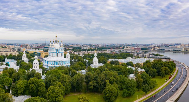 Россия. Санкт-Петербург. Смольный собор. Smolny Cathedral. View from the height to the Smolny Cathedral. Saint Petersburg. Russia. Фото GrinPhoto - Deposit