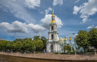 Россия. Санкт-Петербург. Никольский морской собор. The St. Nicholas Naval Cathedral. St. Petersburg, Russia. Фото javarman - Depositphotos