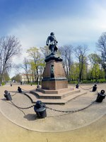Россия. Санкт-Петербург. Кронштадт. Bronze Monument to Peter I, 19th century, in Kronstadt, St. Petersburg, Russia. Фото KKulikov-Depositphotos