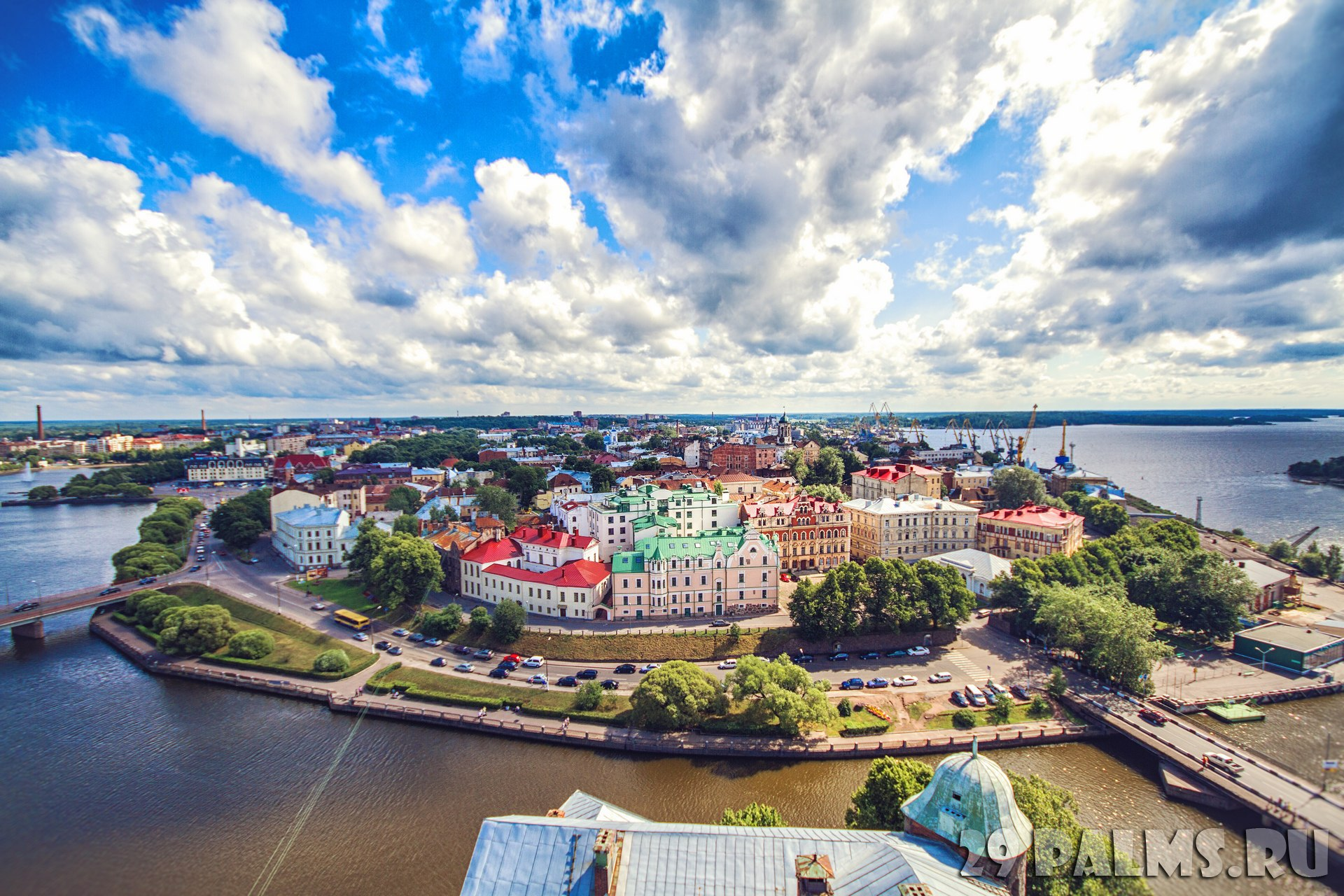 Россия. Панорама Выборга. Panoramic view of the central part of the city from the tower of St. Olaf Vyborg Castle, Leningrad region. Фото lira_joggi - Depositphotos