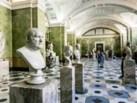 Россия. Санкт-Петербург. Эрмитаж. Antique sculptures in the hall of Jupiter in the Hermitage Museum in St. Petersburg. Russia. Фото toshket - Depositphotos