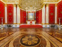 Россия. Санкт-Петербург. Эрмитаж. Petrovsky Small Throne Hall in the State Hermitage, a museum of art and culture in St Petersburg. Фото paanna-Depositphotos