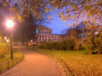 Panoramic night view of park, footpath and building of State University of Communication in Yusupov Garden, Saint Petersburg, Russia. Фото drverner - Depositphotos