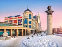 Татарстан. Казань. Monument to Lev Gumilyov in Kazan at the beginning of the Petersburgskaya street at sunset. Caption shopping center Koltso. Фото yulenochekk De