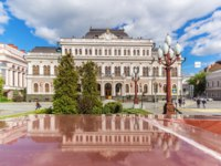 Россия. Татарстан. Казань. Kazan Town Hall building with reflection in a pedestal. Фото TischenkoPhoto - Depositphotos