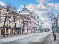 Россия. Татарстан. Казань. Кремлевская улица. The building of the Alexander Passage on Kremlin Street in Kazan on a spring day. Фото yulenochekk - Depositphotos
