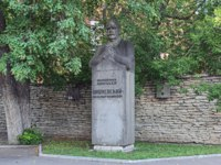 Monument to the Russian and Soviet surgeon Alexander Vishnevsky. The monument by sculptor Victor Rogozhin and architect Alexey Sporius. Фото markovskiy-Dep