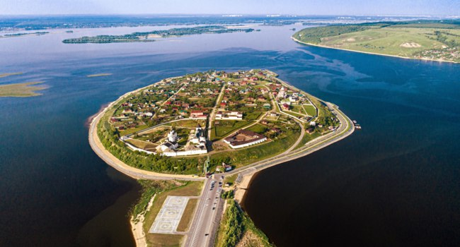 Россия. Татарстан. Остров Свияжск. Aerial view of the town-island of Sviyazhsk. UNESCO world heritage in Russia. Фото shellexx - Depositphotos
