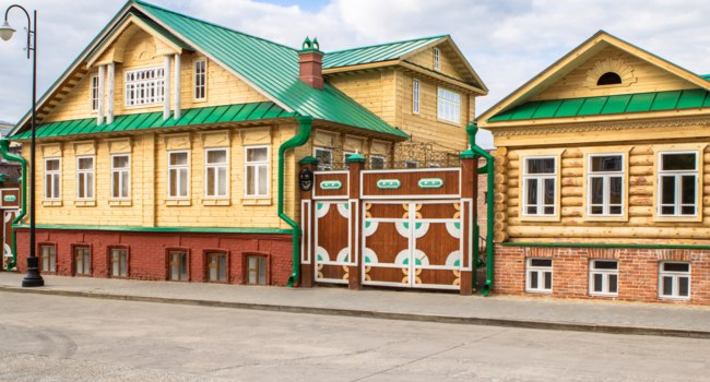 Россия. Татарстан. Казань. Старо-Татарская слобода. View of the colorful old tatar house at old Tatar Settlement in Kazan, Russia. Фото CAHKT - Depositphotos
