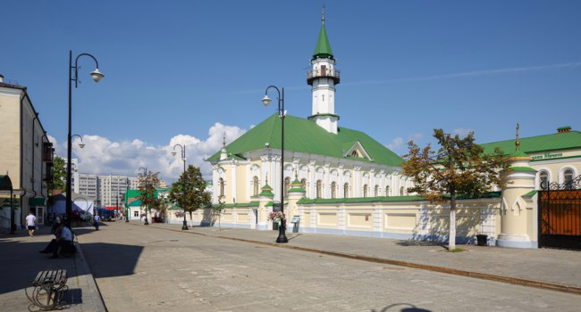 Казань. Old Tatar Quarter in the historical centre. View of Mardzhani Mosque on the Kayuma Nasyri street, built in 1766-1770. Kazan, Tatarstan. Фото Balakate-Deposit
