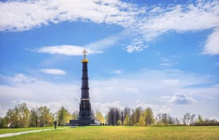 Россия. Город-герой Тула. Black monument-pillar on the Kulikovo field in Russia in memory of the victory of Dmitry Donskoy. Фото yulenochekk - Depositphotos