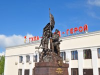 Россия. Город-герой Тула. Monument to the soviet Heroes defenders. Railway station in Tula, Russia. Фото evgovorov - Depositphotos