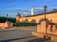 Россия. Великий Новгород. Новгородский детинец. The walls and towers of the red brick Velikiy Novgorod Kremlin, Russia. Фото Xantana - Depositphotos