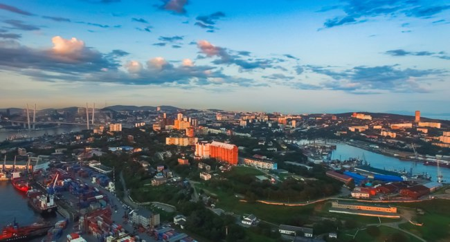 Россия. Панорама Владивостока. Aerial view of the city landscape with views of buildings and architecture. Vladivostok, Russia. Фото Vvicca - Depositphotos
