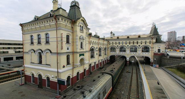 Россия. Владивосток. Здание ж.д. вокзала. Railway station of the city of Vladivostok. The end point of the Trans-Siberian Railway. Фото PrimDiscovery-Deposit