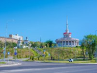 Волгоград. restaurant Lighthouse on the embankment and the building of the Church of St. John the Forerunner in the Central District Volgograd. Фото Gaika1967-Deposit
