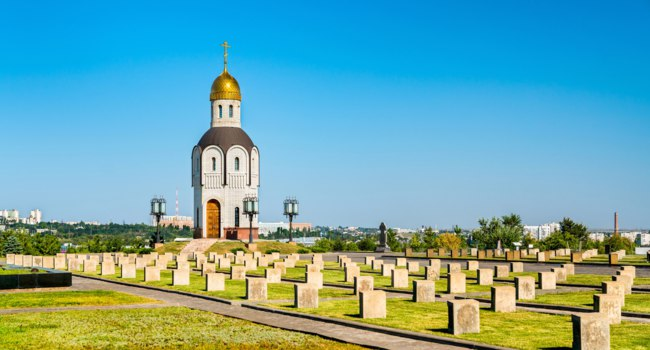 Город-герой Волгоград. Мемориальное кладбище на Мамаевом кургане. Military memorial cemetery on Mamayev Kurgan in Volgograd. Фото LAndronov-Deposit