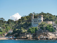 Испания. Каталония. Коста-Брава. Ллорет-де-Мар. Castle Sant Joan in Costa Brava, Lloret De Mar, Catalonia, Spain. Фото Ivonne Wierink - Depositphotos