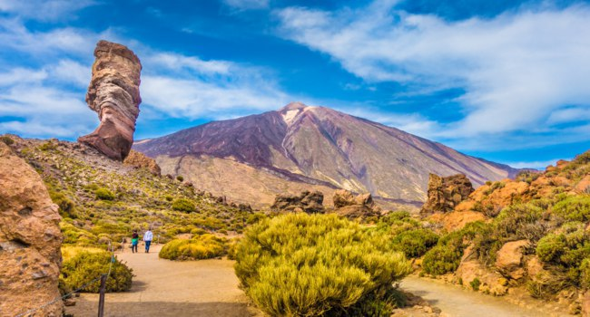 Испания. Канарские острова. Тенерифе. Pico del Teide with famous Roque Cinchado rock formation, Tenerife, Canary Islands, Spain. Фото pandionhiatus3