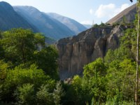 Клуб путешествий Павла Аксенова. Таджикистан. Small village on precipitous edge of canyon in highland valley in Tajikistan. Summer morning view. Фото shkonst - Depositphotos