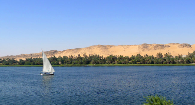 Клуб путешествий Павла Аксенова. Егиипет. Река Нил. Africa, Egypt. Sailboat floating on the Nile in Aswan. Фото Svetlana485 - Depositphotos