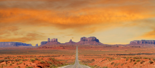 США. Долина монументов. Landscape approaching Monument Valley in Utah at mile marker 13. Фото HHLtDave5 - Depositphotos